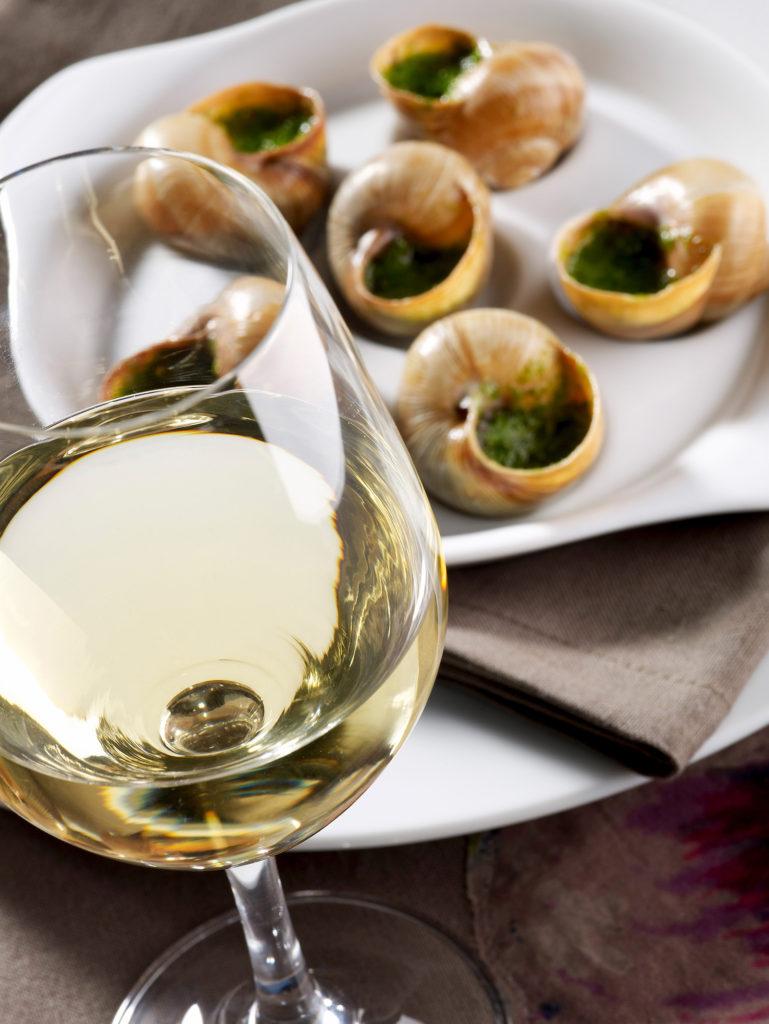 Escargots de Bourgogne et vin blanc