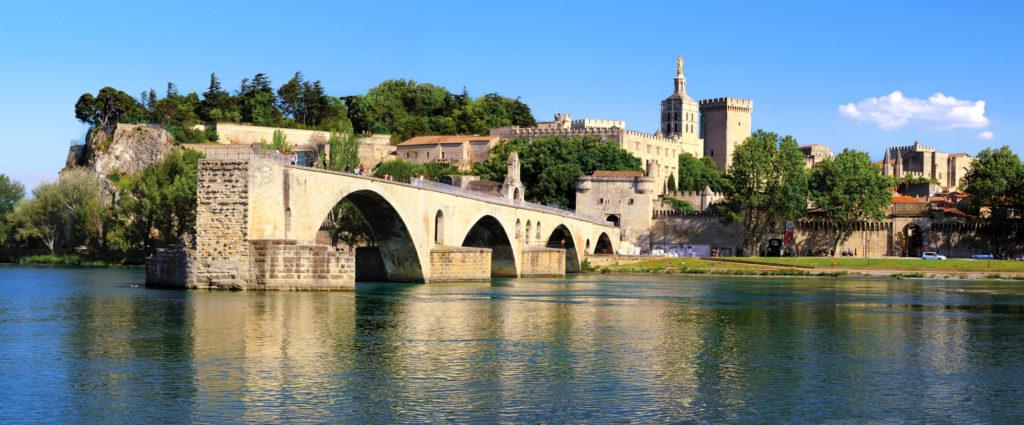 Le rocher des Doms,le pont d'Avignon, et le Palais des Papes